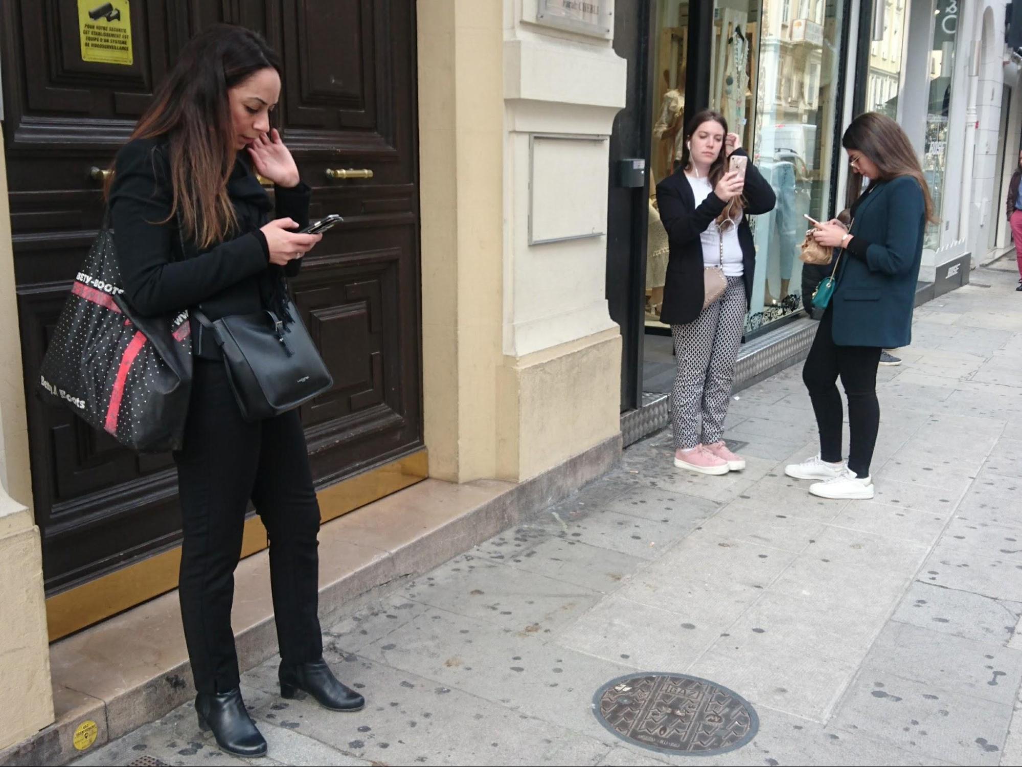 フランス・ニース~日本の国際電話のかけ方、料金の目安
