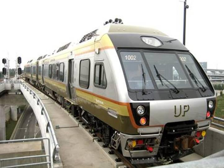 トロントピアソン国際空港からダウンタウン(市内)へのアクセス(移動)方法   電車やタクシーの乗り方について