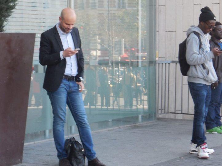 フランスパリの国内・国際電話のかけ方ガイド〜公衆・携帯電話・スマホ利用
