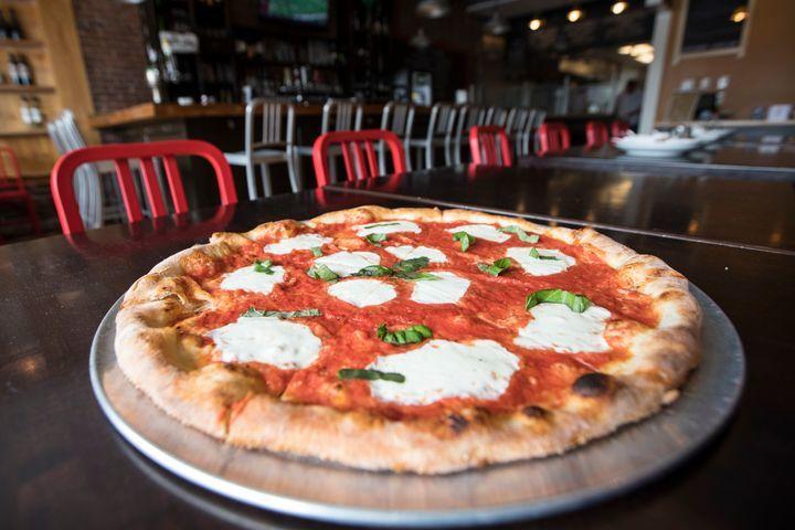 クイーン・マルゲリータ・ピザ | トロント在住トミさんのおすすめグルメ・食事スポット