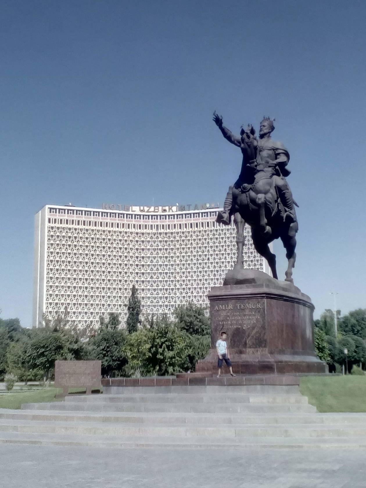 タシケントのホテル・ウズベキスタン(現在改装中) | サマルカンド在住Sさんのおすすめエリア・地区