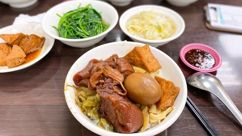 豚の角煮丼 | タイペイ(台北)在住ひろきさんのおすすめ料理・食べ物