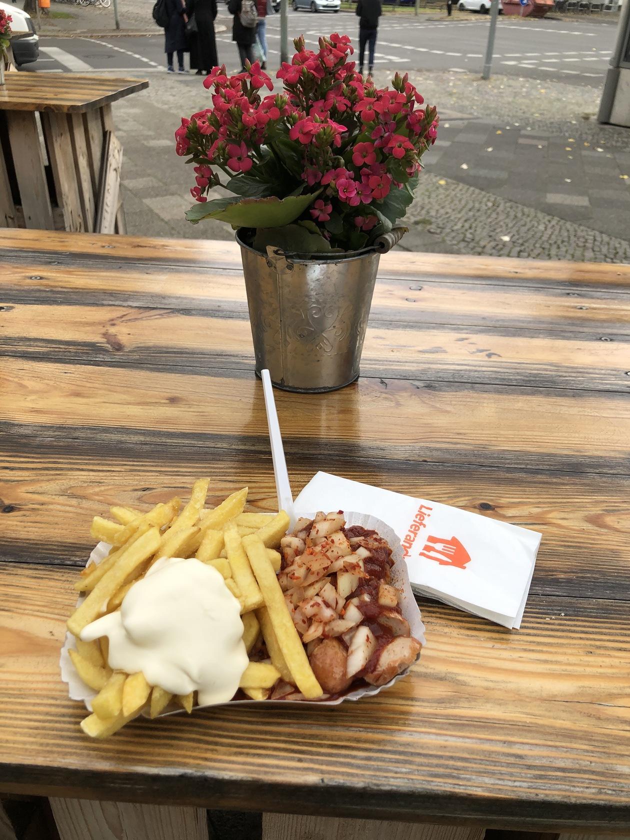 カレーソーセージ | ベルリン在住ともおてつさんのおすすめ料理・食べ物