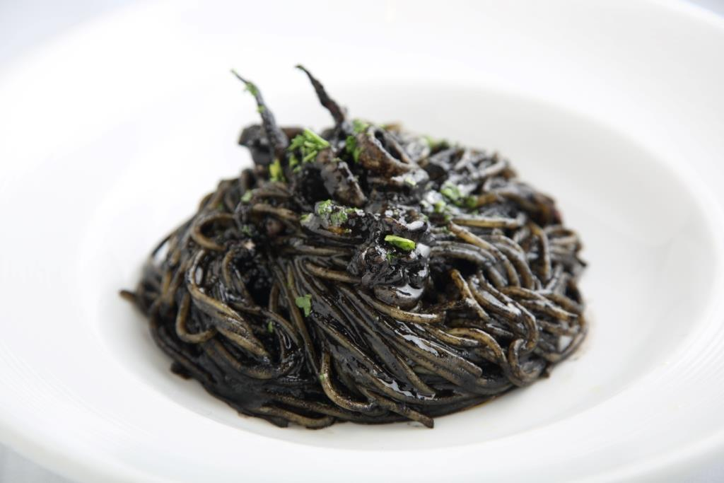 イカ墨のスパゲッティ   ベネチア在住鈴徳イタリアさんのおすすめ料理・食べ物