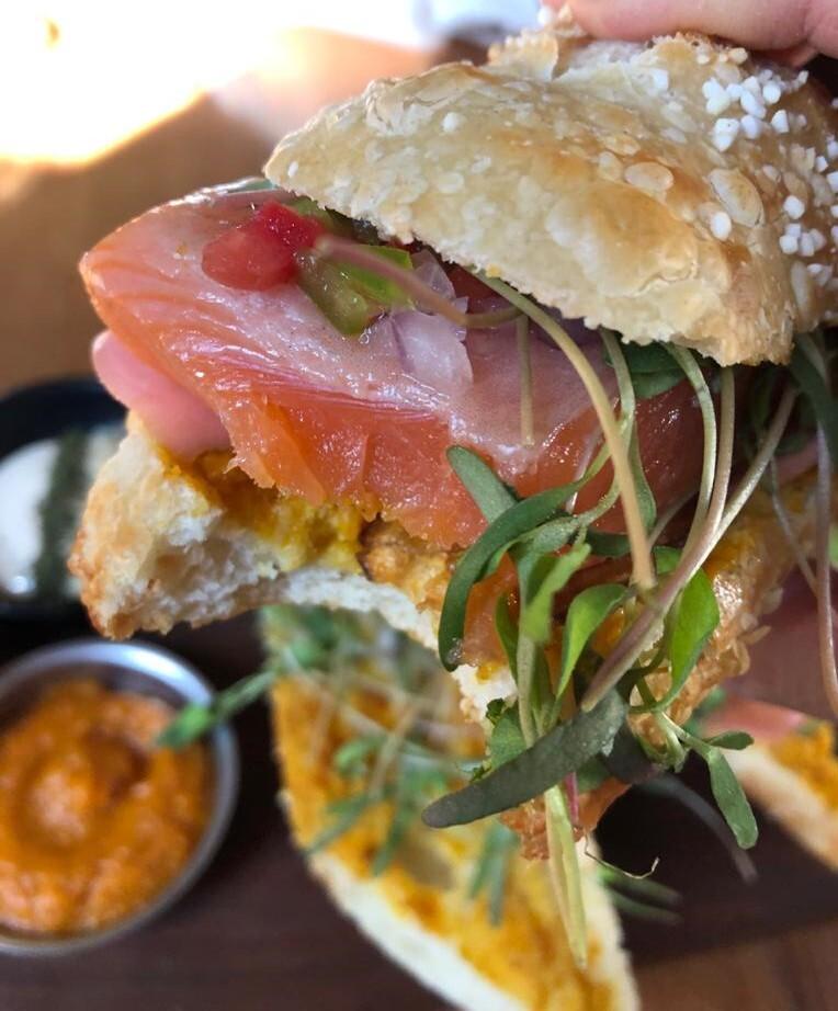 ニジマスどーんとサンドイッチ | ラパス在住アンデス雑貨さんのおすすめグルメ・食事スポット